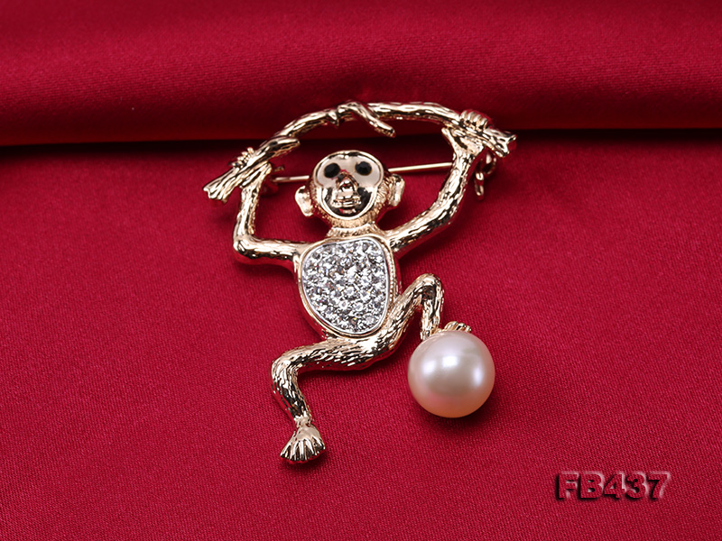 10.5mm White Freshwater Pearl Monkey Brooch with Zircons big Image 5