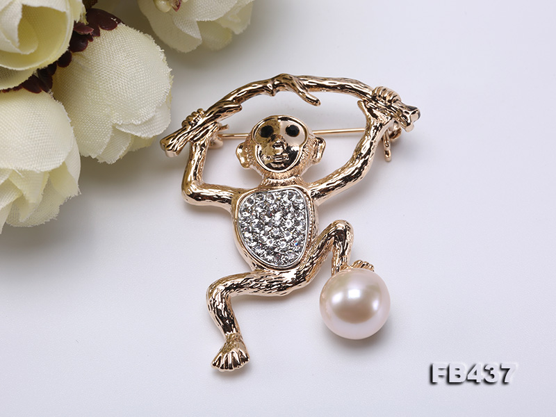 10.5mm White Freshwater Pearl Monkey Brooch with Zircons big Image 8