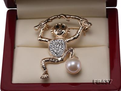 10.5mm White Freshwater Pearl Monkey Brooch with Zircons FB437 Image 3