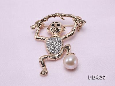 10.5mm White Freshwater Pearl Monkey Brooch with Zircons FB437 Image 4