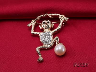 10.5mm White Freshwater Pearl Monkey Brooch with Zircons FB437 Image 5