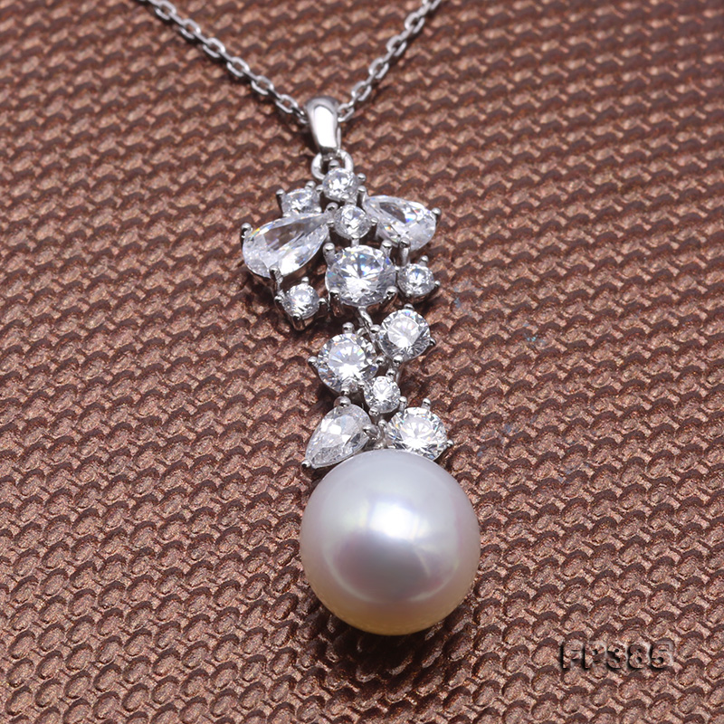 Exquisite 8.5x10mm White Freshwater Pearl Pendant in Sterling Silver big Image 4