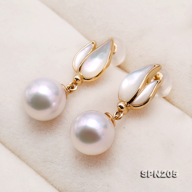 Gorgeous 8.5mm White Akoya Pearl Earrings in 18k Gold big Image 5
