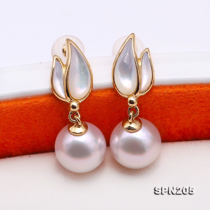 Gorgeous 8.5mm White Akoya Pearl Earrings in 18k Gold big Image 8