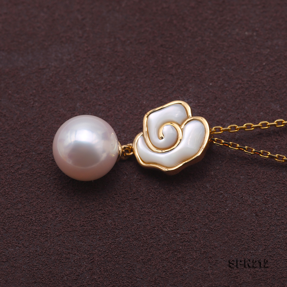 Gorgeous 8-8.5mm White Akoya Pearl Pendant in 18k Gold big Image 3