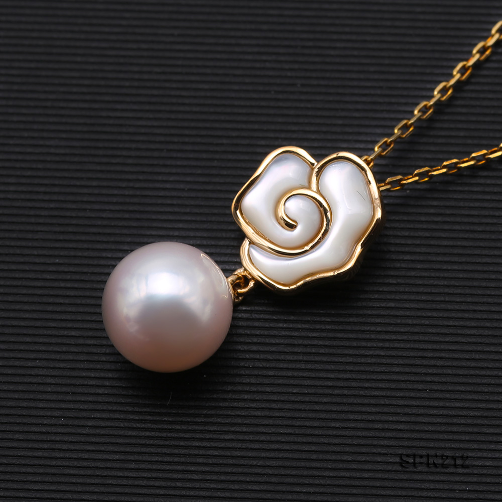 Gorgeous 8-8.5mm White Akoya Pearl Pendant in 18k Gold big Image 4