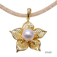Exquisite Flower-Shaped 10mm White Freshwater Pearl Pendant  FP437