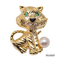 Wonderful Cat-shape 6.5mm White Pearl Brooch FB1297